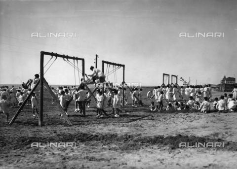 APA-S-000105-0008 - Villa Rosa Maltoni Mussolini: group of children during recreation on the beach