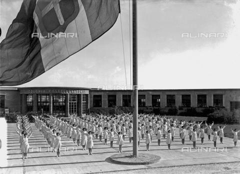APA-S-000106-0003 - Villa Rosa Maltoni Mussolini: female students exercising