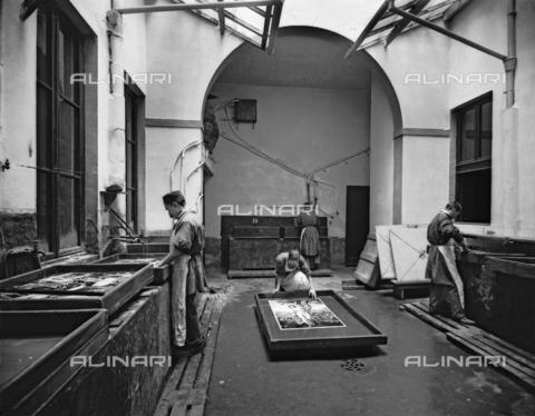 APA-S-011953-0005 - Scorcio del laboratorio dello stabilimento fotografico Fratelli Alinari, di Firenze - Data dello scatto: 1899 - Archivi Alinari, Firenze