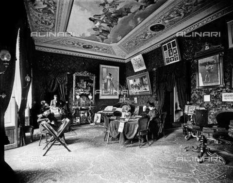 APA-S-011953-0006 - The waiting room in the historical Fratelli Alinari photographic establishment, Florence