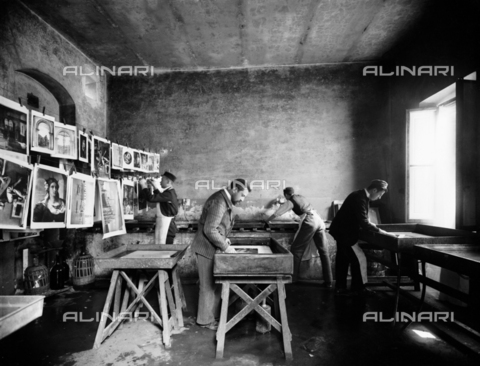 APA-S-011953-0008 - View of the room used for drying the photographs in the Alinari Brothers' photographic establishment, in Florence