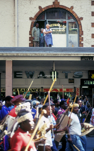 APN-F-014609-0000 - South Africa Johannesburg 28March  1994: Inkatha Freedom Party IFP supporters march through Joburg city streets which ended in violence leaving fifty dead. ViolencePhotograph: Graeme Williams/South Photographs - South Photographs / Africamediaonline/Archivi Alinari, Firenze