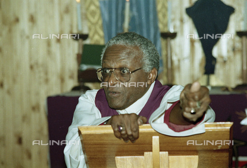 APN-F-014613-0000 - South Africa  Johannesburg  1990: Archbishop Tutu  delivers a sermon in Sebokeng after a period of violence between the ANC and Inkatha Freedom Party. Unrest  political  goverment  church leaders.Photograph: Graeme Williams/South Photographs - South Photographs / Africamediaonline/Archivi Alinari, Firenze