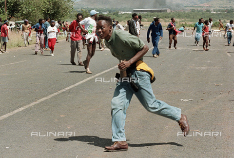 APN-F-014665-0000 - South Africa  Bophuthatswana  Garankuwa  1990: Young man with a petrol bomb during demonstration against Goverment in Garankuwa Bophuthatswana. Violence  unrest  political  rioting.Photograph: Graeme Williams/ South Photographs - South Photographs / Africamediaonline/Alinari Archives, Florence