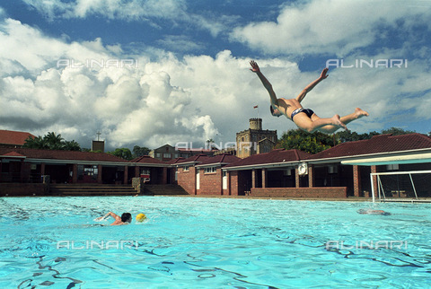 APN-F-015002-0000 - Piscina della scuola privata di St. Gearges College nello Zimbabwe - Data dello scatto: 2001 - Graeme Williams/South Photographs / Africamediaonline/Archivi Alinari, Firenze