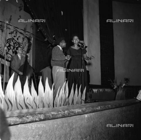 APN-F-036471-0000 - SAED: MUSIC: PERSONALITY: 1954 - Dolly Rathebe - (Photo by Bob Gosani Baileys Archive) neg 471 - Baileys African History Archive / Africamediaonline/Alinari Archives, Florence