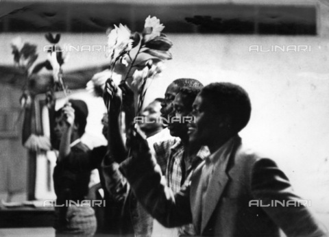 APN-F-036568-0000 - SAED: SOCIAL: THEATRE - MAR1959 - King King In Rehearsals - Miriam Makeba and other cast members. (Photograph by Drum Photographer BAHA) - Baileys African History Archive / Africamediaonline/Alinari Archives, Florence