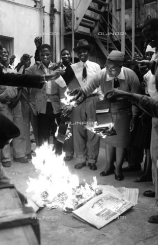 APN-F-036677-0000 - SAED: POLITICS - Burning Of Passes - (Picture By Ranjith Kally Baileys Archives) - Baileys African History Archive / Africamediaonline/Alinari Archives, Florence