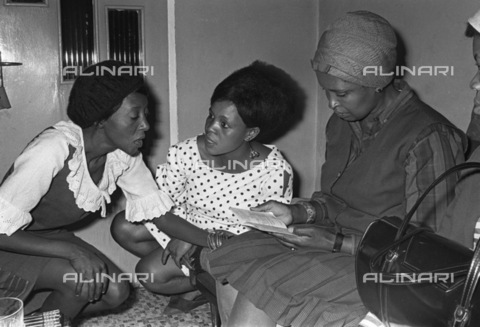 APN-F-036678-0000 - SAED: MUSIC: 60S - Mabel Mafuya, Abigail Kubheka and Dolly Rathebe. (Photograph by Drum Photographer Baileys Archives) - Baileys African History Archive / Africamediaonline/Alinari Archives, Florence