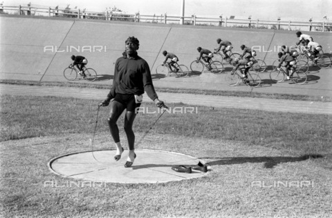 APN-F-036824-0000 - GCP: SPORT: CYCLING: 27MAR1960 - Henry Cebisa (Photograph by Drum photographer Baileys Archive) - Baileys African History Archive / Africamediaonline/Alinari Archives, Florence