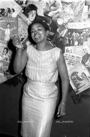 APN-F-036868-0000 - SAED: MUSIC: PERSONALITY: 1960aposs - Dolly Rathebe - (Photograph by Drum Photographer Bailleys Archives) neg SA 65 - Baileys African History Archive / Africamediaonline/Alinari Archives, Florence