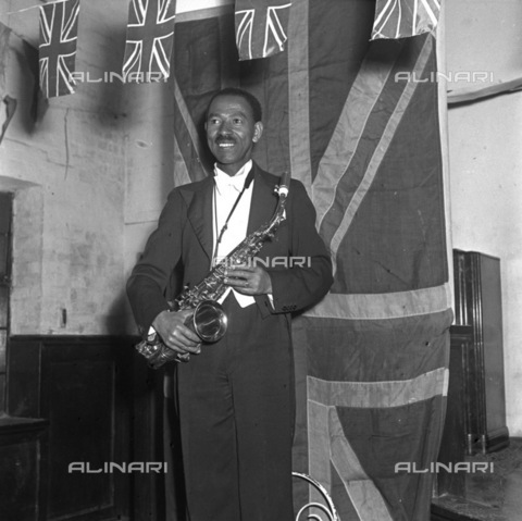 APN-F-036870-0000 - SAED: MUSIC: PERSONALITY: 1950aposs - Peter Rezant - (Photograph by Drum Photographer Bailleys Archives) neg 279 - Baileys African History Archive / Africamediaonline/Alinari Archives, Florence
