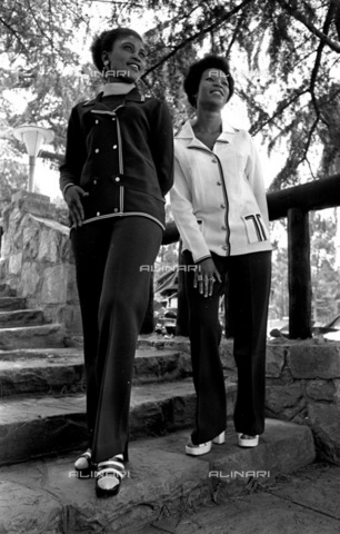 APN-F-116268-0000 - SAED: BEAUTIES: PERSONALITY: NODATE - Charmain Mojadji, Sonto Mazibuko - (Photograph by Drum Photographer © Baileys Achives) - Africamediaonline/Alinari Archives, Florence, Baileys African History Archive