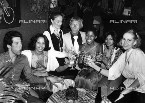 APN-F-116273-0000 - OCT1978 - Janie Beetge with some friends. And just a week before the tragedy, Jannie told his night club companions that he was going to kill himself. They thought he was joking. ' The world isn't going to forget us in a hurry'. Muscleman Jannie Beetge to - Africamediaonline/Alinari Archives, Florence, Baileys African History Archive