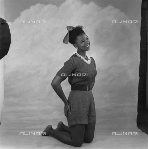 APN-F-116285-0000 - NOV 1952 - Cover Girl's Story - Miriam Dhlamini, 22-year-old domestic servant tells of her dreams, romances,and success. 'I was born in Prospect Township, Johannesburg, in 1930. You won't find it there now, it has ben demolished to make way for the Kazern - Africamediaonline/Alinari Archives, Florence, Baileys African History Archive