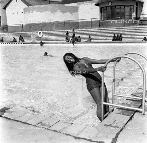 APN-F-116303-0000 - MAR1955 - Priscilla Mthimkulu - What Happened At The Orlando Swimming Bath When Priscilla Went For A Swim - Come in Its lovely and cool Priscilla is only one of thousands who enjoy Orlando's magnificent pool every week. (Photograph by Drum Photographerà'© - Africamediaonline/Archivi Alinari, Firenze, Baileys African History Archive
