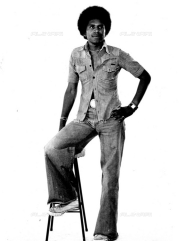 APN-F-116309-0000 - SAED: SOCIAL: FASHION: 1970s - Male Fashion - (Photograph by Drum © BAHA) - Africamediaonline/Archivi Alinari, Firenze, Baileys African History Archive
