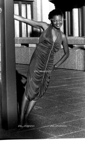 APN-F-116313-0000 - SAED: SOCIAL: BEUTY: FASHION: 1970s - - Tshidi Seboko. (Photograph by Drum © BAHA) - Africamediaonline/Archivi Alinari, Firenze, Baileys African History Archive