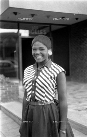 APN-F-116335-0000 - SAED: SOCIAL: BEAUTY: JUN1958 - Wow These Girls Can Sure Dress - Jo'burg's factory girls reckon they're one up on all the other babes when it comes to dressing smartly. Here's their evidence. Now you judge, we're scared to. Casual wear preferred - Africamediaonline/Archivi Alinari, Firenze, Baileys African History Archive