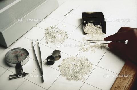 APN-F-164481-0000 - Diamond Sorting - Africamediaonline/Archivi Alinari, Firenze