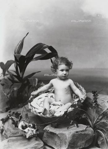ARA-F-001210-0000 - De Matteis child