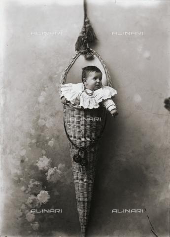 ARA-F-001399-0000 - Infantile portrait