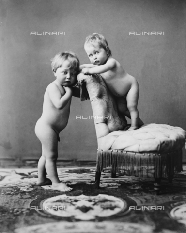 ARA-F-00962M-0000 - Children in the studio