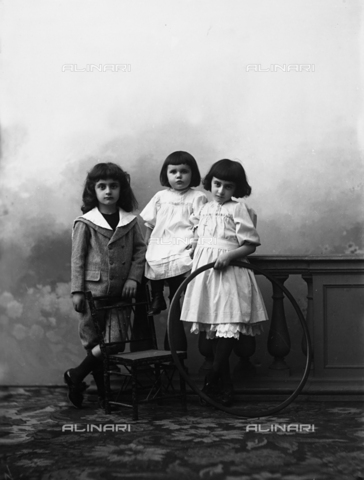 ARA-F-03537M-0000 - Portrait of three children
