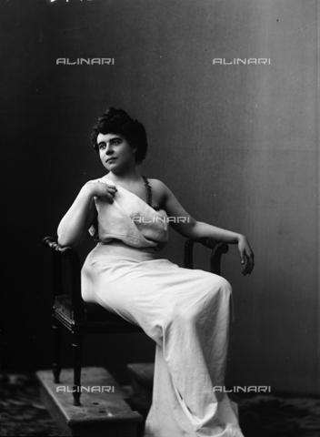 ARA-F-03742M-0000 - Portrait of Mrs Hardwell