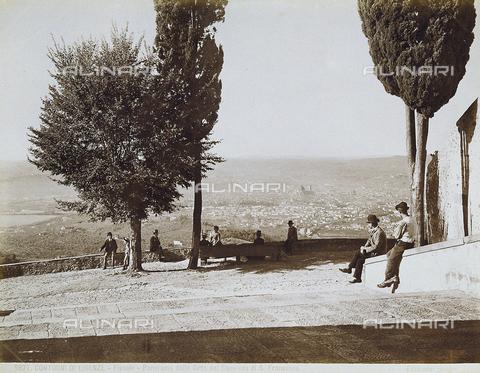 ARC-F-003965-0000 - Fiesole. Panorama della città dal Convento di S. Francesco - Data dello scatto: 1900 ca. - Archivi Alinari, Firenze