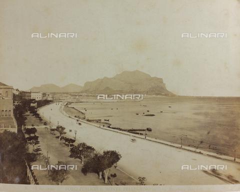AVQ-A-000003-0001 - Veduta del Foro Italico a Palermo con il Monte Pellegrino - Data dello scatto: 1880-1890 - Raccolte Museali Fratelli Alinari (RMFA), Firenze