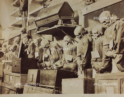AVQ-A-000003-0004 - Particolare delle Catacombe dei Cappuccini a Palermo - Data dello scatto: 1880-1890 - Raccolte Museali Fratelli Alinari (RMFA), Firenze