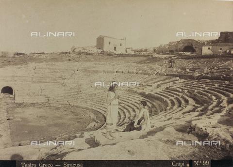AVQ-A-000003-0030 - Veduta del Teatro Greco di Siracusa - Data dello scatto: 1880-1890 - Archivi Alinari, Firenze