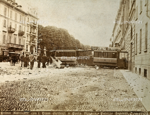 AVQ-A-000024-0001 - The Milan Riots of 6-8 May 1898: the first barricade constructed with tram cars at Porta Venezia. - Data dello scatto: 06-09/05/1898 - Archivi Alinari, Firenze