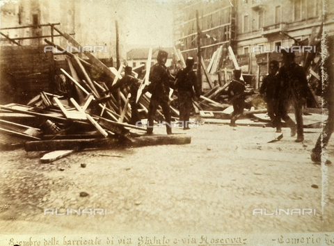 AVQ-A-000024-0007 - The Milan Riots of 6-8 May 1898: the tearing down of the barricades on Via Statuto and on Via Moscova. - Data dello scatto: 06-09/05/1898 - Archivi Alinari, Firenze