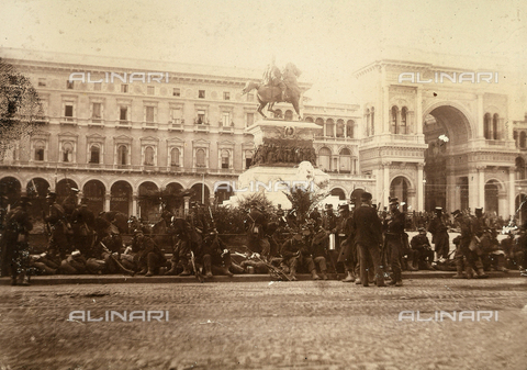 AVQ-A-000024-0010 - The Milan Riots of 6-8 May 1898: the infantry of General Beva Beccaris' army rest at the monument to Vittorio Emanuele II, in Piazza del Duomo. - Data dello scatto: 06-09/05/1898 - Archivi Alinari, Firenze