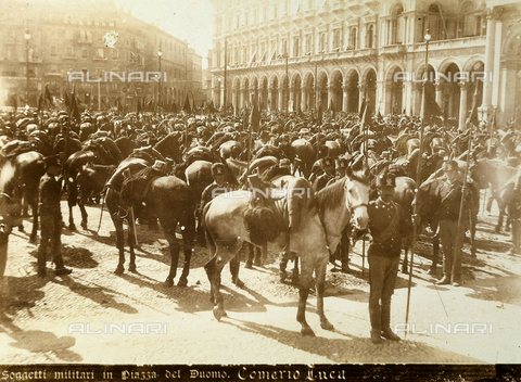 AVQ-A-000024-0037 - The Milan Riots of 6-8 May 1898: cavalry soldiers of General Beva Beccaris' army in Piazza del Duomo. - Data dello scatto: 06-09/05/1898 - Archivi Alinari, Firenze
