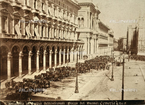 AVQ-A-000024-0042 - The Milan Riots of 6-8 May 1898: artillery lines in front of the arcades of Piazza del Duomo. - Data dello scatto: 06-09/05/1898 - Archivi Alinari, Firenze