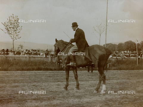 AVQ-A-000058-0230 - Gymkhana on April 28, 1900, the starter Marquis Franco Carrega on horseback, as indicated on the support
