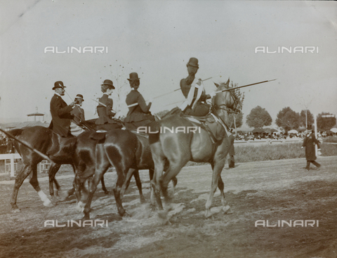 AVQ-A-000058-0238 - Gymkhana on April 28, 1900, Race of the rings, as indicated on the support