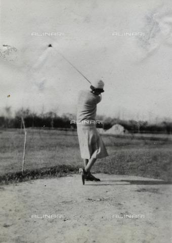 AVQ-A-000059-0218 - Golfer