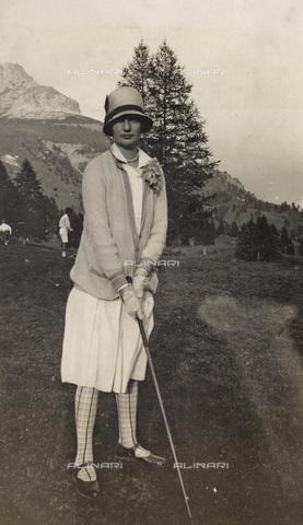 AVQ-A-000059-0245 - Golfer at Lake Carezza