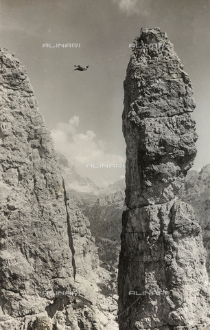 AVQ-A-000059-0264 - Extreme Climbing on a mountain peak in the Dolomites