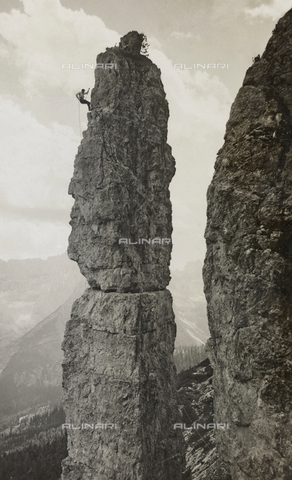 AVQ-A-000059-0265 - Extreme Climbing on a mountain peak in the Dolomites