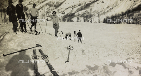 AVQ-A-000059-0270 - Skiers at Abetone