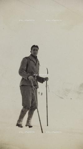 AVQ-A-000059-0273 - Skier at Abetone