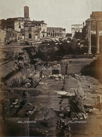 AVQ-A-000089-0001 - Photographic pictures of Rome: resti della Basilica Giulia nel Foro Romano - Data dello scatto: 1862 - Raccolte Museali Fratelli Alinari (RMFA), Firenze