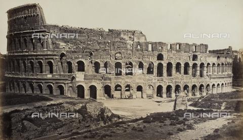 AVQ-A-000089-0005 - Il Colosseo con Meta Sudans e porzione della Via Sacra, Roma - Data dello scatto: 1862 - Raccolte Museali Fratelli Alinari (RMFA), Firenze