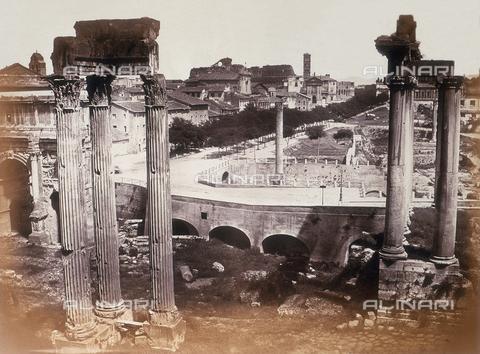 AVQ-A-000089-0043 - Photographic pictures of Rome: scorcio del Foro Romano dal Tabularium - Data dello scatto: 1862 - Raccolte Museali Fratelli Alinari (RMFA), Firenze