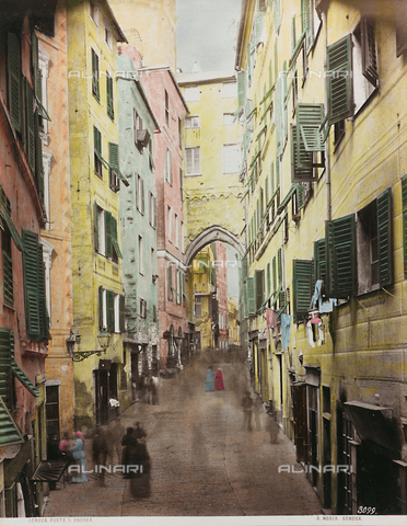 AVQ-A-000110-0072 - Animated view of the Porta di Sant'Andrea, Genoa - Data dello scatto: 1880-1890 - Archivi Alinari, Firenze